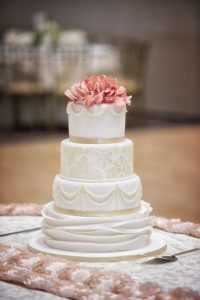 Wedding Cakes Deserves Great Wedding Pictures